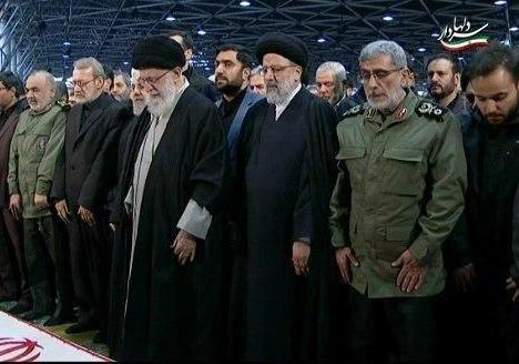 نماز پر سوز و گداز رهبر انقلاب بر پیکر سردار سلیمانی